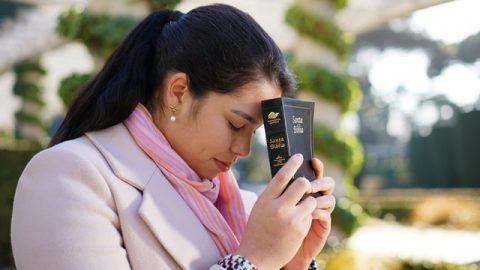 信聖經就是信神嗎