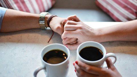 情侶喝咖啡