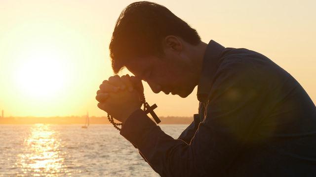 到底什麼是敬拜神