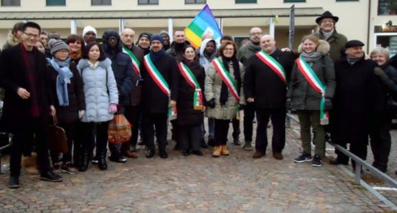 志願者與市政代表在活動現場