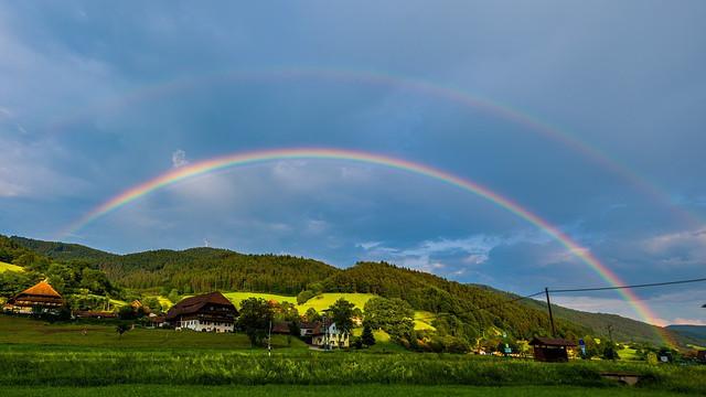 彩虹,村莊