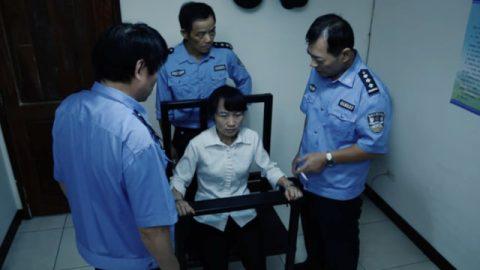 中共警察殘酷迫害,神的話步步引領