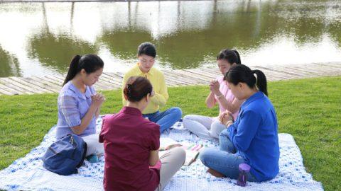 基督徒聚會禱告