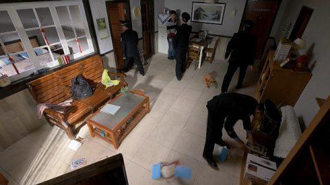 中共警察搜查基督徒的家