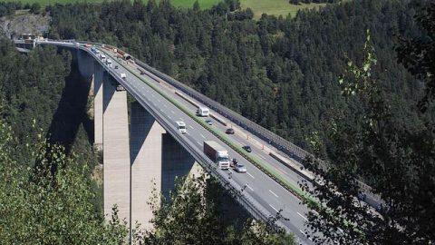 大山中的公路