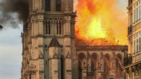 巴黎聖母院被大火燒毀,給末世的信徒帶來什麼警示