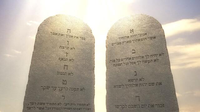 寫有十條誡命的兩塊石版