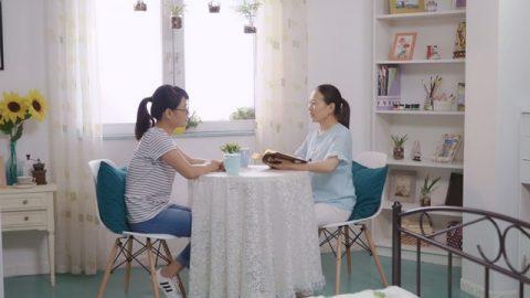 張晴姊妹與嫂子查考聖經尋求如何迎接主