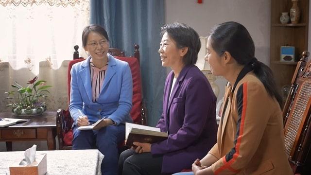 母女三人一起參加教會生活交通神的話語