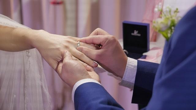 結婚戴戒指