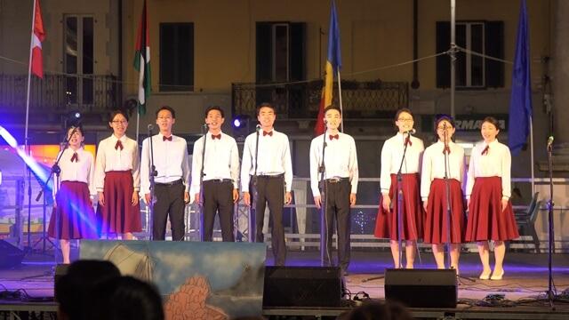 全能神教會基督徒們演唱的意大利語歌曲《神名的意義》