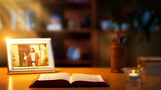 書桌上有聖經和主耶穌叩門的畫像