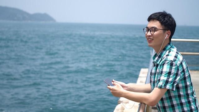 在海邊聽歌