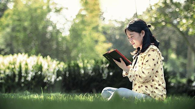 基督徒閱讀聖經感恩經文